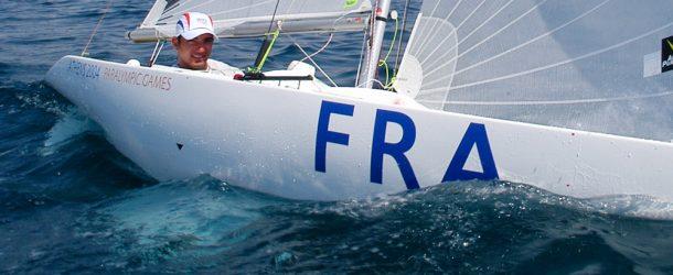 Damien Seguin, porte drapeau de la Délégation française