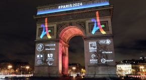 Paris 2024 illumine l'Arc-de-Triomphe